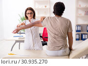 Купить «Female doctor checking patient's joint flexibility with goniometer», фото № 30935270, снято 14 января 2019 г. (c) Elnur / Фотобанк Лори