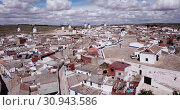 Roofs of town in La Mancha region. Campo de criptana. Spain (2019 год). Стоковое видео, видеограф Яков Филимонов / Фотобанк Лори