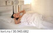 Купить «Nudity young sexy girl awaking on white sheet in bed at home», видеоролик № 30943682, снято 27 апреля 2018 г. (c) Яков Филимонов / Фотобанк Лори