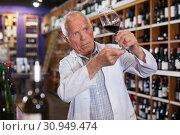 Купить «Sommelier tasting wines in winery», фото № 30949474, снято 8 мая 2019 г. (c) Яков Филимонов / Фотобанк Лори