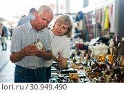 Купить «Loving senior family couple choosing vintage things on street market», фото № 30949490, снято 11 мая 2019 г. (c) Яков Филимонов / Фотобанк Лори