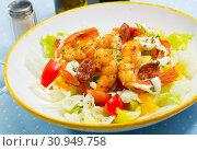 Купить «Salad with roasted shrimps and chorizo», фото № 30949758, снято 23 июля 2019 г. (c) Яков Филимонов / Фотобанк Лори