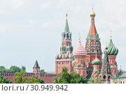 Купить «Вид на собор Василия Блаженного и Спасскую башню Московского Кремля. Летний день. Москва», фото № 30949942, снято 9 июня 2019 г. (c) E. O. / Фотобанк Лори