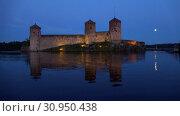 Купить «Крепость Олавинлинна июльской ночью. Савонлинна, Финляндия», видеоролик № 30950438, снято 24 июля 2018 г. (c) Виктор Карасев / Фотобанк Лори