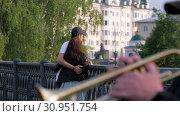 Купить «Young couple stands near the forged fence of the bridge», видеоролик № 30951754, снято 15 мая 2019 г. (c) Константин Мерцалов / Фотобанк Лори