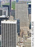 Modern skyscrapers and Rockefeller Center in Midtown Manhattan. New York City (2019 год). Редакционное фото, фотограф Валерия Попова / Фотобанк Лори