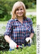 Купить «woman garden tool», фото № 30969570, снято 17 июня 2016 г. (c) Яков Филимонов / Фотобанк Лори