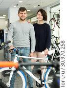 Купить «couple standing with bicycle», фото № 30970258, снято 8 января 2018 г. (c) Яков Филимонов / Фотобанк Лори