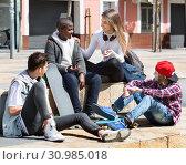 Купить «Group of teenage friends relaxing and chatting», фото № 30985018, снято 26 июня 2019 г. (c) Яков Филимонов / Фотобанк Лори