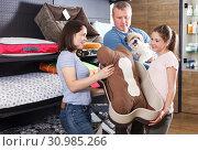 Купить «family visiting pet shop in search of accessories», фото № 30985266, снято 3 мая 2018 г. (c) Яков Филимонов / Фотобанк Лори