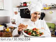 Купить «Female chef preparing fresh salad», фото № 30992034, снято 24 февраля 2020 г. (c) Яков Филимонов / Фотобанк Лори