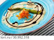 Купить «Delicious sauce with asparagus and carrot», фото № 30992318, снято 29 июня 2018 г. (c) Яков Филимонов / Фотобанк Лори