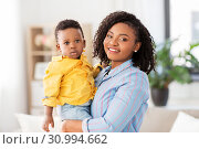 Купить «happy african american mother with baby at home», фото № 30994662, снято 22 марта 2019 г. (c) Syda Productions / Фотобанк Лори