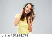Купить «happy young woman or teenage girl with headphones», фото № 30994778, снято 29 января 2019 г. (c) Syda Productions / Фотобанк Лори