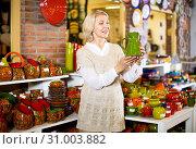 Купить «Woman posing with ceramic tableware», фото № 31003882, снято 31 октября 2016 г. (c) Яков Филимонов / Фотобанк Лори