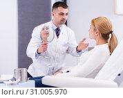 Купить «Cosmetologist consulting woman», фото № 31005970, снято 12 марта 2018 г. (c) Яков Филимонов / Фотобанк Лори