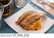 Купить «Mackerel fillet with mashed potatoes and spices», фото № 31006202, снято 19 июля 2019 г. (c) Яков Филимонов / Фотобанк Лори