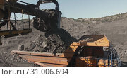 Купить «Slow motion loading of an excavator into mining truck. Excavator loading coal in big dump trucks. Coal as source of thermal energy. Loading of coal truck using excavator slow motion», видеоролик № 31006694, снято 16 сентября 2019 г. (c) Сергей Тимофеев / Фотобанк Лори