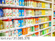 Купить «Russia Samara May 2019: a large selection of cleaning products on the shelves of the store. Text in Russian: myth, gentle hands», фото № 31085378, снято 23 мая 2019 г. (c) Акиньшин Владимир / Фотобанк Лори