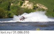 Jet ski on the river. Splashes fly apart. (2019 год). Редакционное видео, видеограф Константин Мерцалов / Фотобанк Лори