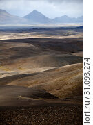 Купить «Wuestenhafte, bergige Landschaft mit Licht und Schatten, Moedrudalsfjallgardur, Hochland, Island, Europa», фото № 31093274, снято 21 января 2020 г. (c) age Fotostock / Фотобанк Лори