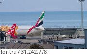 Купить «Airplane taxiing after landing», видеоролик № 31242778, снято 3 декабря 2018 г. (c) Игорь Жоров / Фотобанк Лори