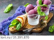 Homemade blueberry ice cream with basil. Стоковое фото, фотограф Марина Сапрунова / Фотобанк Лори