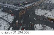 Купить «dense traffic with low beam on the city highway», видеоролик № 31394066, снято 15 мая 2019 г. (c) Aleksandr Sulimov / Фотобанк Лори