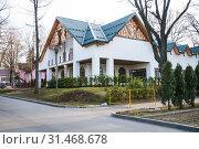 """Новый ресторан """"Лебедь"""", строение 524 на ВДНХ (2019 год). Редакционное фото, фотограф Алёшина Оксана / Фотобанк Лори"""