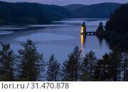 Купить «Lake Vyrnwy, in the middle of the Berwyn mountain range, Powys, Wales.», фото № 31470878, снято 4 апреля 2020 г. (c) age Fotostock / Фотобанк Лори