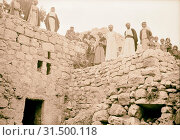 Halhul village at kilometer 30 on Hebron road Villagers on roof of semi subterranean houses. 1940, West Bank, ?al?ul, Middle East (2018 год). Редакционное фото, фотограф © Liszt Collection / age Fotostock / Фотобанк Лори