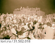 Halhul village at kilometer 30 on Hebron road Night gathering in Halhul village, waiting for a cinema show, showing large group, women in background. 1940, West Bank, ?al?ul, Middle East (2018 год). Редакционное фото, фотограф © Liszt Collection / age Fotostock / Фотобанк Лори