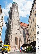Собор Пресвятой Девы Марии (Der Dom zu Unserer Lieben Frau) или Фрауэнкирхе (Frauenkirche). Мюнхен. Бавария. Германия (2019 год). Редакционное фото, фотограф E. O. / Фотобанк Лори