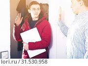 Adult male with his son are saying goodbye before school. Стоковое фото, фотограф Яков Филимонов / Фотобанк Лори
