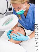 Купить «Woman specialist is massaging skin of patient before the procedure», фото № 31531034, снято 15 октября 2019 г. (c) Яков Филимонов / Фотобанк Лори