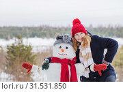 Купить «happy teenager girl with snowman in winter forest», фото № 31531850, снято 3 февраля 2019 г. (c) Майя Крученкова / Фотобанк Лори