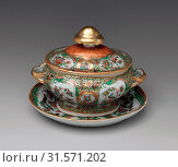 Купить «Covered Sauceboat, ca. 1860–66, Made in China, Chinese, for American market, Porcelain, H. 6 3/16 in. (15.7 cm), Ceramics», фото № 31571202, снято 21 февраля 2017 г. (c) age Fotostock / Фотобанк Лори