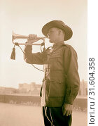 Lord Kitchner's trumpeter in 1915, Pvt. Frank Inman of Australian Imperial Forces. Mr. Inman trumpeting at Anzac Day services of April 25th, 1940, Israel (2018 год). Редакционное фото, фотограф © Liszt Collection / age Fotostock / Фотобанк Лори