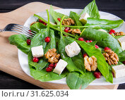 Купить «Spinach salad with nuts and apples served on table», фото № 31625034, снято 14 ноября 2017 г. (c) Elnur / Фотобанк Лори