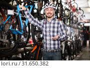 Купить «Man considering options for bike», фото № 31650382, снято 13 декабря 2019 г. (c) Яков Филимонов / Фотобанк Лори