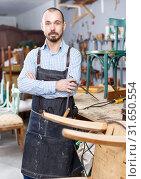 Craftsman in furniture restoration workshop. Стоковое фото, фотограф Яков Филимонов / Фотобанк Лори