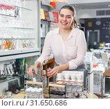 Купить «Glad woman consumer with set for salt», фото № 31650686, снято 2 мая 2018 г. (c) Яков Филимонов / Фотобанк Лори
