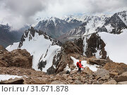 Купить «Young female climber in a helmet in the mountains», фото № 31671878, снято 7 июля 2019 г. (c) Алексей Кузнецов / Фотобанк Лори