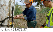 Купить «Lumberjacks examining the tree trunk before cutting», видеоролик № 31672374, снято 13 августа 2018 г. (c) Wavebreak Media / Фотобанк Лори