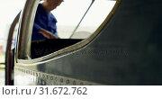 Купить «Engineer fixing an aircraft in hangar 4k», видеоролик № 31672762, снято 24 февраля 2018 г. (c) Wavebreak Media / Фотобанк Лори