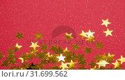 Falling snow and Christmas stars decoration. Стоковое видео, агентство Wavebreak Media / Фотобанк Лори