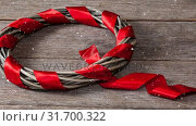 Купить «Falling snow with Christmas wreath decoration», видеоролик № 31700322, снято 2 ноября 2018 г. (c) Wavebreak Media / Фотобанк Лори