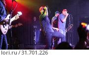 Купить «Vocalist of rock band Lyapis-98 singing with expression during concert in Sala Apolo, Barcelona», видеоролик № 31701226, снято 22 ноября 2018 г. (c) Яков Филимонов / Фотобанк Лори