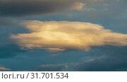 Купить «Золотистые облака плывут по небу на закате солнца. Таймлапс», видеоролик № 31701534, снято 21 июля 2019 г. (c) А. А. Пирагис / Фотобанк Лори