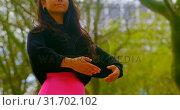 Купить «Yioung ballertina practicing dance in the city 4k», видеоролик № 31702102, снято 26 сентября 2018 г. (c) Wavebreak Media / Фотобанк Лори